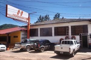Centro de atención de Hondutel en la localidad de Valle de Ángeles