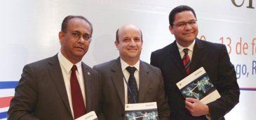 Albert Ramdin, secretario general de CITEL, Gonzalo Ruiz Díaz, presidente de Osiptel, y Gedeón Santos, Presidente del CITEL.Imagen: Osiptel.