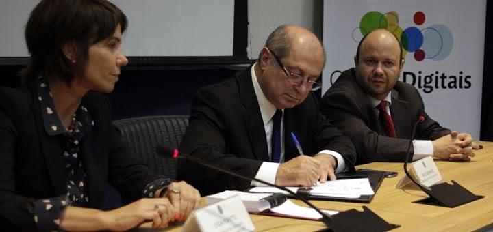 Firma de acuerdos con los municipios seleccionados para el programa Ciudades Digitales (Nov. 2013). Imagen: Ministério das Comunicações