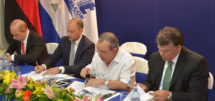 Firma de acuerdo entre GSMA, Movistar y Claro. Imagen: GSMA