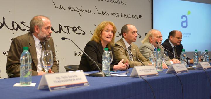 Firma de contrato entre Antel, UTE y OSE. Imagen: Antel