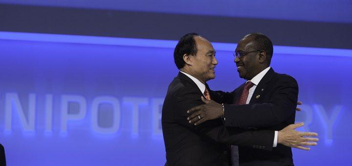 Houlin Zhao, secretario General electo de la UIT junto a Hamadoun Touré. Imagen: UIT