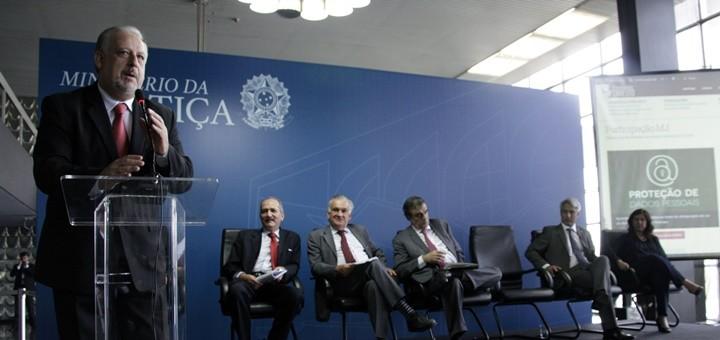 El ministro de Comunicaciones de Brasil, Ricardo Berzoini, durante el lanzamiento de la consulta pública sobre el anteproyecto de Protección de Datos Personales y el Marco Civil de Internet. Imagen: Ministerio de Comunicaciones de Brasil