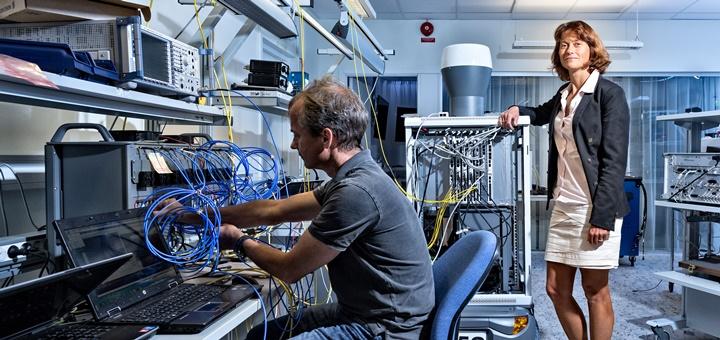 Sara Mazur, vicepresidenta y directora de Investigación en Ericsson, en el Laboratorio 5G de Ericsson. Imagen: Ericsson