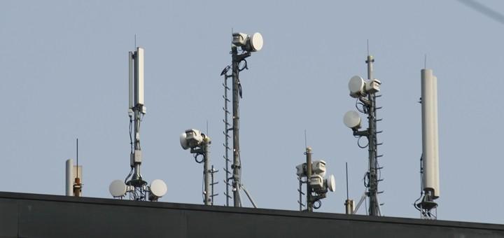 Chile acelera plan para licitar espectro 5G y Brasil lo retrasa: ¿cuál es la perspectiva en América Latina?