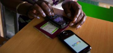 El Banco Central de Argentina promueve el uso del celular para impulsar la inclusión financiera