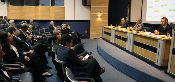 Presentación de las directrices de cambios al modelo de servicios de telecomunicaciones. Imagen: Ministerio de Comunicaciones