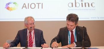 Brasil y la Unión Europea firman acuerdo en el Mobile World Congress. Imagen: MCTIC.
