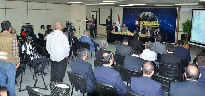 Presentación del borrador del pliego de 700 MHz. Imagen: Conatel Paraguay.