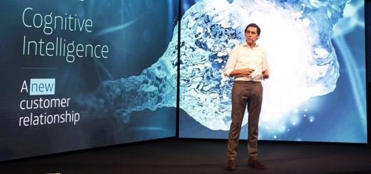 José María Álvarez Pallete presentó Aura en el MWC 18. Imagen: Telefónica