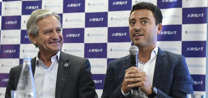 El Ministro de Modernización, Andrés Ibarra y el expresidente de Arsat, Rodrigo De Loredo. Imagen: Arsat