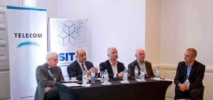 Miguel Fernández (CTO Telecom), Chris Bastian (SCTE), Jorge Salinger (Comcast), Christopher Lammers (CableLabs), Deepak Kanwar (Bell Labs) en SIT 2018. Imagen: Telecom