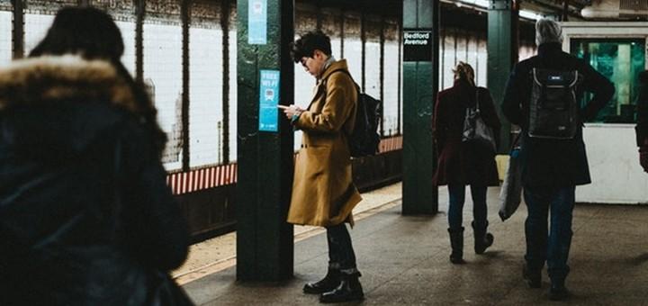 Metro. Imagen: Joshua Newton/Unsplash