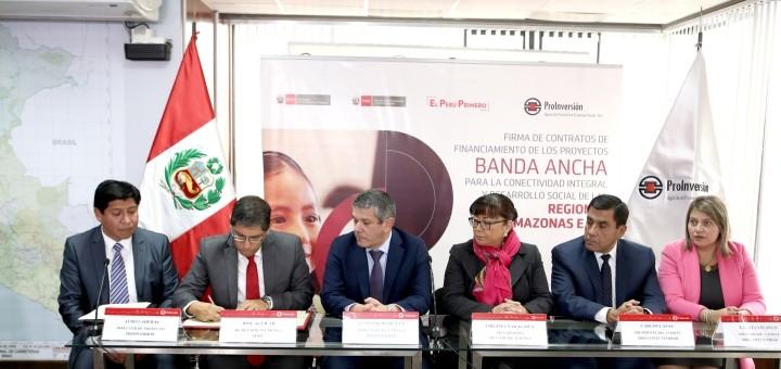 Firma de contrato de financiamiento entre el Estado peruano y Gilat Networks. Imagen: Proinversión.