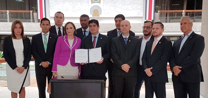 Aprueban ley para bloquear señales móviles en cárceles de Costa Rica. Imagen: Micitt