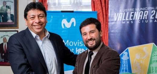 Alcalde de Vallenar, Cristian Tapia, y subgerente regional de Movistar Chile, Jaime Subiabre. Imagen: Telefónica.