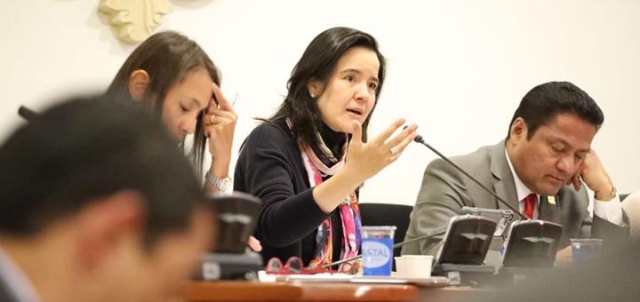 Imagen: la ministra TIC, Sylvia Constaín