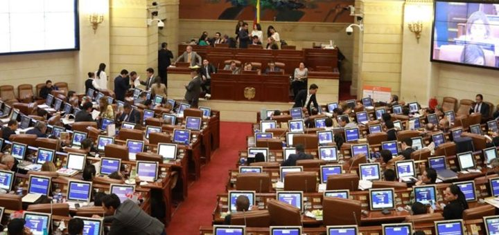 Las dudas le ganaron a la urgencia y se aplaza Ley TIC en Colombia