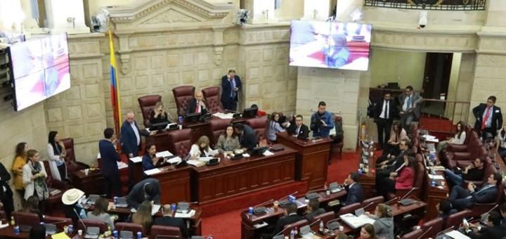 Los operadores esperan nueva ley TIC en Colombia como un regalo de Navidad para los desconectados