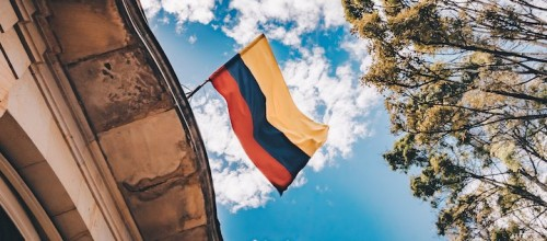 La subasta de espectro en Colombia no debería estar supeditada a nueva ley TIC pero sería mejor que lo estuviera