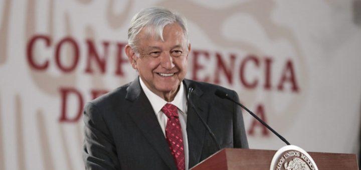 López Obrador peca de optimista y anuncia 50.000 kilómetros de fibra óptica para México